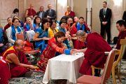 Его Святейшество Далай-лама на встрече с группой из Монголии в заключительный день своего визита в Японию. Токио, Япония. 18 апреля 2014 г. Фото: Тибетский офис в Японии