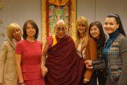 Его Святейшество Далай-лама с депутатами Государственной Думы России. Рига, Латвия. 6 мая 2014 г. Фото: Тензин Чойджор (офис ЕСДЛ)