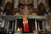 Дээрхийн Гэгээнтэн Далай лам Лауренскерк сүмд Скандинавын орнуудаас ирсэн Төвдийн нийгэмлэгийн гишүүдтэй уулзаж байгаа нь. Голланд, Роттердам. 2014.5.10. Гэрэл зургийг Жеппе Шилдер
