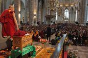 Дээрхийн Гэгээнтэн Далай лам Лауренскерк сүмд Скандинавын орнуудаас ирсэн Төвдийн нийгэмлэгийн гишүүдтэй уулзаж байгаа нь. Голланд, Роттердам. 2014.5.10. Гэрэл зургийг Жерреми Рассел (ДЛО)