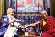 Дээрхийн Гэгээнтэй Далай лам болон Эрика Терпстра наруулзалтын үеэр. Голланд, Роттердам. 2014.5.11. Гэрэл зургийг Донкерс