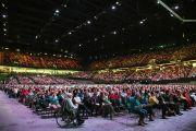 Ахой цэнгэлдэх хүрээлэнд 11,000 гаруй хүн Дээрхийн Гэгээнтэн Далай Ламын айлдварыг сонсч байгаа нь. Голланд, Роттердам. 2014.5.11. Гэрэл зургийг Донкерс
