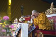 Его Святейшество Далай-лама дарует посвящение Авалокитешвары в Тибетской детской деревне. Дхарамсала, Индия. 6 июня 2014 г. Фото: Тензин Чойджор (офис ЕСДЛ)