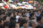 Несколько тысяч тибетцев собрались в Тибетской детской деревне, чтобы получить учения от Его Святейшества Далай-ламы. Дхарамсала, Индия. 6 июня 2014 г. Фото: Тензин Чойджор (офис ЕСДЛ)
