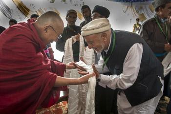 Далай-лама принял участие в церемонии разрушения песочной мандалы Калачакры