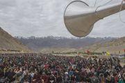 На учения Его Святейшества Далай-ламы в монастыре Ликир собрались тысячи человек. Ладак, штат Джамму и Кашмир, Индия. 1 июля 2014 г. Фото: Тензин Чойджор (офис ЕСДЛ)