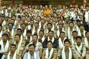 Его Святейшество Далай-лама фотографируется на память с сотрудниками охраны, обеспечивавшими безопасность во время 33-его посвящения Калачакры. Лех, Ладак, штат Джамму и Кашмир, Индия. 16 июля 2014 г. Фото: Мануэль Бауэр.