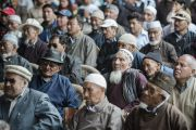 Участники встречи с координационным советом мусульман в Лехе слушают Его Святейшество Далай-ламу. Ладак, штат Джамму и Кашмир, Индия. 16 июля 2014 г. Фото: Тензин Чойджор (офис ЕСДЛ).