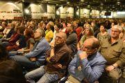 Некоторые из более чем семи тысяч слушателей на втором дне учений Его Святейшества Далай-ламы. Гамбург, Германия. 25 августа 2014 г. Фото: Мануэль Бауэр.