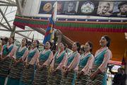 Артисты Тибетского института исполнительских искусств поют государственный гимн Тибета на торжественной церемонии, посвященной празднованию 25-й годовщины присуждения Его Святейшеству Далай-ламе Нобелевской премии мира. Дхарамсала, Индия. 2 октября 2014 г. Фото: Тензин Чойджор (офис ЕСДЛ)