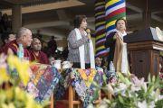Лауреат Нобелевской премии мира Ширин Эбади выступает с речью на торжественной церемонии, посвященной празднованию 25-й годовщины присуждения Его Святейшеству Далай-ламе Нобелевской премии мира. Дхарамсала, Индия. 2 октября 2014 г. Фото: Тензин Чойджор (офис ЕСДЛ)