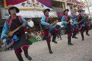 Музыканты исполняют народную песню на торжественной церемонии, посвященной празднованию 25-й годовщины присуждения Его Святейшеству Далай-ламе Нобелевской премии мира. Дхарамсала, Индия. 2 октября 2014 г. Фото: Тензин Чойджор (офис ЕСДЛ)