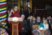 Его Святейшество Далай-лама произносит речь на торжественной церемонии, посвященной празднованию 25-й годовщины присуждения ему Нобелевской премии мира. Дхарамсала, Индия. 2 октября 2014 г. Фото: Тензин Чойджор (офис ЕСДЛ)