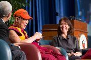 """Его Святейшество Далай-лама во время лекции """"Развитие сердца"""" в Принстонском университете. 28 октября 2014 г. Нью-Джерси, США. Фото: Denise Applewhite"""