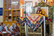 Его Святейшество Далай-лама во время учений, которые он даровал в главном буддийском храме по просьбе буддистов из Кореи. Дхарамсала, Индия. 13 ноября 2014 г. Фото: Тензин Чойджор (офис ЕСДЛ)