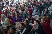 Монголчуудын хүсэлтээр дөрвөн өдөр үргэлжлэх номын айлдварын эхний өдөр нутгийн иргэд номын айлдварт хүрэлцэн ирэв. Энэтхэг, Дарамсала. 2014.12.02. Зургийг Тэнзин Чойжор (ДЛО)