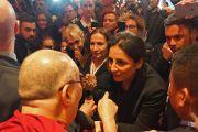Его Святейшество Далай-лама общается с журналистами во время 14-го Всемирного саммита лауреатов Нобелевской премии мира. Рим, Италия. 13 декабря 2014 г. Фото: Джереми Рассел (офис ЕСДЛ)