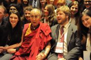 Его Святейшество Далай-лама с молодыми лидерами на 14-м Всемирном саммите лауреатов Нобелевской премии мира. Рим, Италия. 13 декабря 2014 г. Фото: Gian Luca Bianco