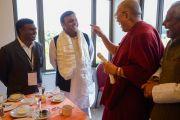 Его Святейшество Далай-лама и главный министр штата Уттар-Прадеш Акхилеш Ядав. Санкиса, штат Уттар-Прадеш, Индия. 1 февраля 2015 г. Фото: Тензин Чойджор (офис ЕСДЛ)