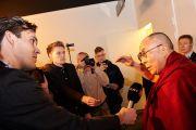 Его Святейшество Далай-лама дает короткое интервью перед началом первой встречи, запланированной на этот день. Копенгаген, Дания. 12 февраля 2015 г. Фото: Оливье Адам.