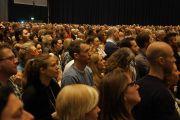 """В зале конференц-центра """"Белла"""" во время учений Его Святейшества Далай-ламы. Копенгаген, Дания. 12 февраля 2015 г. Фото: Джереми Рассел (офис ЕСДЛ)."""