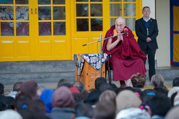 Его Святейшество Далай-лама встретился в Дхарамсале с туристами из разных стран