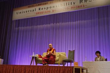 Далай-лама прочел в Саппоро публичную лекцию о всеобщей ответственности