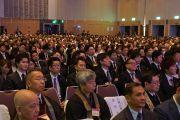 На лекцию Его Святейшества Далай-ламы пришли более 1800 человек. Саппоро, Япония. 3 апреля 2015 г. Фото: Джереми Рассел (офис ЕСДЛ)