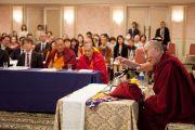 Его Святейшество Далай-лама выступает на научной конференции по буддийской философии. Токио, Япония. 5 апреля 2015 г. Фото: Тензин Джигме