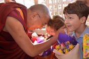 Дети встречают Его Святейшество Далай-ламу в Леуре в штате Новый Южный Уэльс. Австралия. Фото: Джереми Рассел (офис ЕСДЛ)