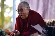 Его Святейшество Далай-лама отвечает на вопросы слушателей во время публичной лекции в школе Катумбы. Голубые горы, штат Новый Южный Уэльс, Австралия. 8 июня 2015 г. Фото: Расти Стюарт