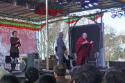 Его Святейшество Далай-лама читает публичную лекцию в школе Катумбы. Голубые горы, штат Новый Южный Уэльс, Австралия. 8 июня 2015 г. Фото: Джереми Рассел (офис ЕСДЛ)
