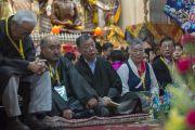 Члены семьи Его Святейшества Далай-ламы на церемонии подношения пуджи долгой жизни Его Святейшеству по случаю его 80-летия. Дхарамсала, Индия. 21 июня 2015 г. Фото: Тензин Чойджор (офис ЕСДЛ)