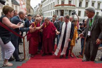 Далай-лама посетил ратушу Висбадена и парламент федеральной земли Гессен