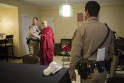 Его Святейшество Далай-лама фотографируется со своими охранниками в заключительный день визита в Анахайм. Штат Калифорния, США. 7 июля 2015 г. Фото: Тензин Чойджор (офис ЕСДЛ)