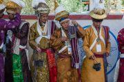 Жители долины Ле в национальных костюмах ожидают прибытия Его Святейшества Далай-ламы в монастырь Спитук. Ле, Ладак, штат Джамму и Кашмир, Индия. 27 июля 2015 г. Фото: Тензин Чойджор (офис ЕСДЛ)