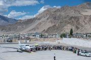Самолет Его Святейшества Далай-ламы встречают в Ле. Ладак, штат Джамму и Кашмир, Индия. 27 июля 2015 г. Фото: Тензин Чойджор (офис ЕСДЛ)
