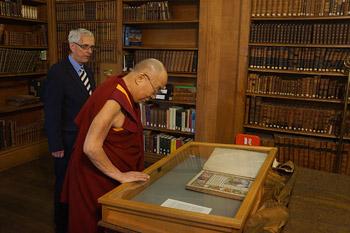 Визит Далай-ламы в Оксфорд: история фотографии в Тибете, встречи, интервью и перелет в Кембридж