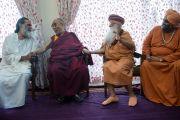 Его Святейшество Далай-лама и индуистские религиозные лидеры в Каршни-ашраме. Тримбакешвар, штат Махараштра, Индия. 30 августа 2015 г. Фото: Тензин Чойджор (офис ЕСДЛ)