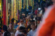 Его Святейшество Далай-лама покидает храм Тримбакешвар. Тримбакешвар, штат Махараштра, Индия. 30 августа 2015 г. Фото: Тензин Чойджор (офис ЕСДЛ)