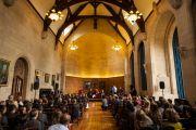 """Его Святейшество Далай-лама на встрече со школьниками на тему """"Некоторые уроки жизни"""" в Доме Родса в оксфордском университете. Оксфорд, Великобритания. 14 сентября 2015 г. Фото: Иан Камминг"""