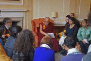 Его Святейшество Далай-лама на встрече с сотрудниками кафедры тибетологии оксфордского университета. Оксфорд, Великобритания. 14 сентября 2015 г. Фото: Джереми Рассел (офис ЕСДЛ)