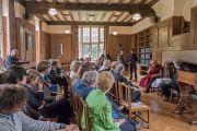 Его Святейшество Далай-лама на встрече с членами Центра сострадания в колледже Св. Марии Магдалины. Оксфорд, Великобритания. 14 сентября 2015 г. Фото: Кейко Икеучи