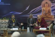 """Профессор Мэтью Чандранкуннель делает выступает с докладом """"Онтология и эпистемология реальности согласно квантовой механике и буддийскому учению мадхьямаки"""" на конференции """"Квантовая физика и философские воззрения мадхьямаки"""". Дели, Индия. 12 ноября 2015 г. Фото: Тензин Чойджор (офис ЕСДЛ)"""