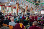 Дээрхийн Гэгээнтэн Далай Лам эхний үеийн хурлыг нээж үг хэлэв. Энэтхэг, Карнатака, Билакуппе, Сера хийд. 2015.12.14. Гэрэл зургийг Тэнзин Чойжор (ДЛО)