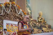 Дээрхийн Гэгээнтэн Далай Лам Побхор аймгийн шинэ дуганы нээлтэнд зориулж богино номын айлдвар айлдав. Энэтхэг, Карнатака, Билакуппе, Сера хийд. 2015.12.15. Гэрэл зургийг Тэнзин Чойжор (ДЛО)