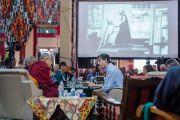 """Риччие Давидсон хурлын сүүлийн өдөр """"өөрөөсөө илүү бусдыг энэрэх"""" сэтгэлийн талаар илтгэл тавьлаа. Энэтхэг, Карнатака, Хүнсүр. 2015.12.17. Гэрэл зургийг Тэнзин Чойжор (ДЛО)"""