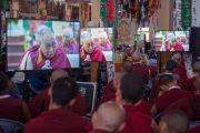 Гурав дахь өдрийн хуралд оролцож буй лам нар Дээрхийн Гэгээнтэн Далай Ламын айлдварыг сонсож байгаа нь. Энэтхэг, Карнатака, Хүнсүр. 2015.12.16. Гэрэл зургийг Тэнзин Чойжор (ДЛО)