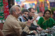 Жей Гарфийлд гурав дахь өдрийн хурал дээр өөрийн саналаар хэлэлцүүлэг өрнүүлэв. Энэтхэг, Карнатака, Хүнсүр. 2015.12.16. Гэрэл зургийг Тэнзин Чойжор (ДЛО)