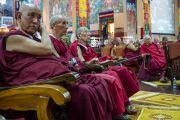 Ахмад лам нар хурлын илтгэлийг сонсож байгаа нь. Энэтхэг, Карнатака, Хүнсүр. 2015.12.17. Гэрэл зургийг Тэнзин Чойжор (ДЛО)